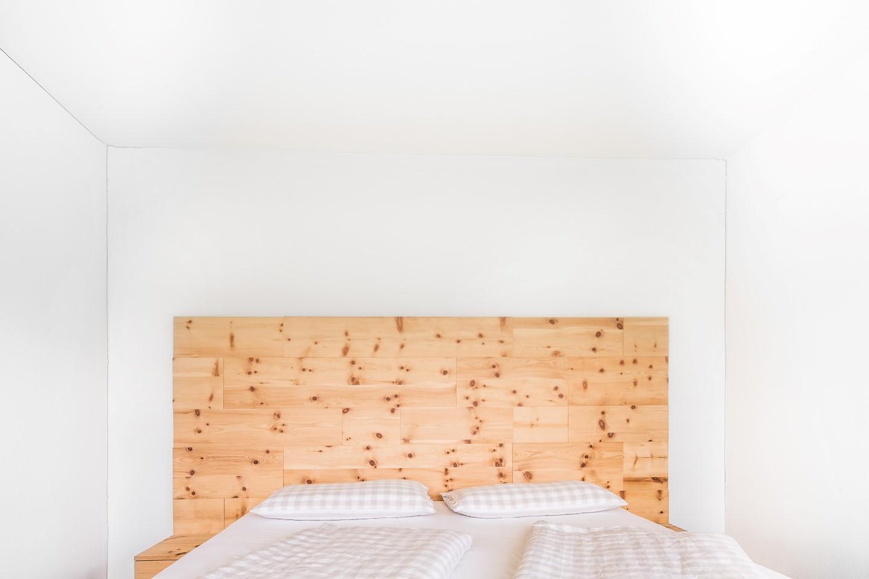 75 wohnzimmerschrank zirbe kommode kuraki in zirbe for Sideboard zirbenholz